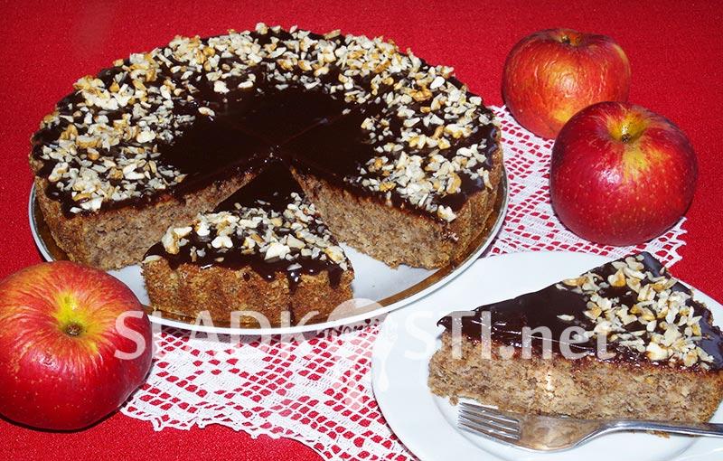 Jablečný koláč s ořechy a čokoládovou polevou