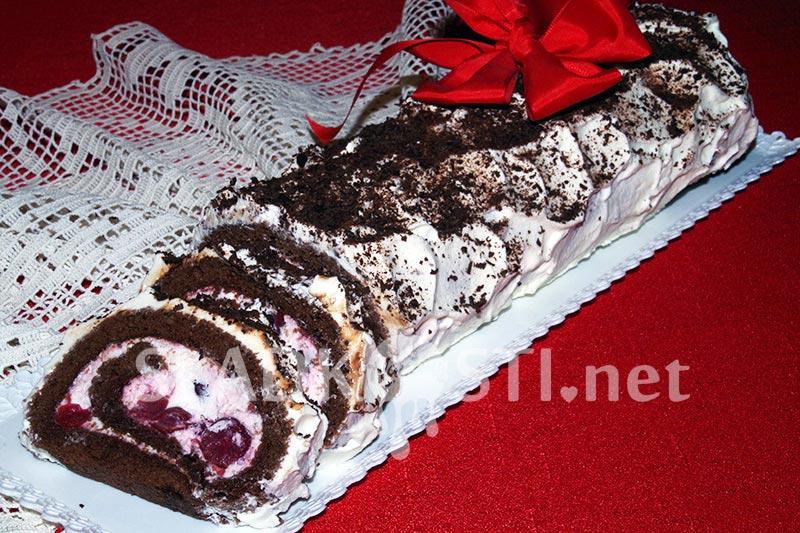 Kakaová roláda s višněmi - schwarzwaldská