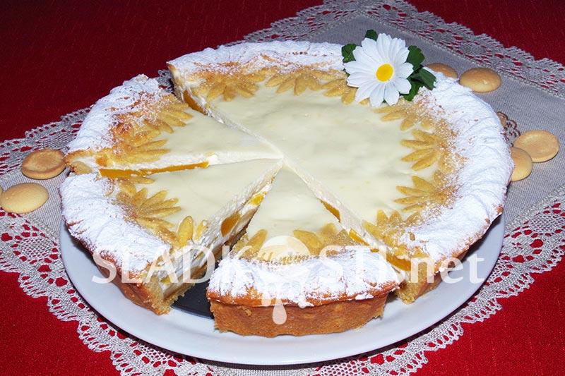Mascarpone koláč s piškoty a broskvemi