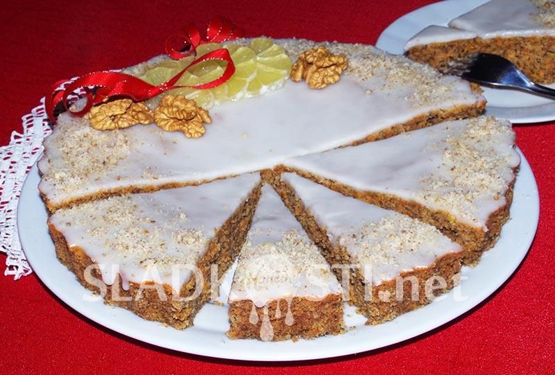 Mrkvový koláč s ořechy a citrónovou polevou