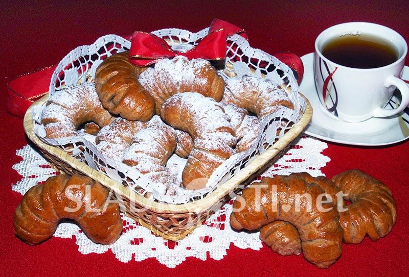 Ořechové rohlíčky se skořicí a čokoládou