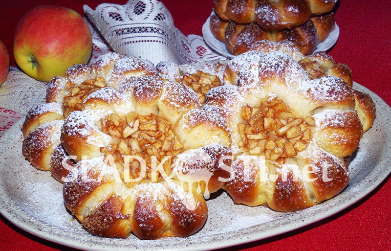 Olejové koláče s jablky a skořicí