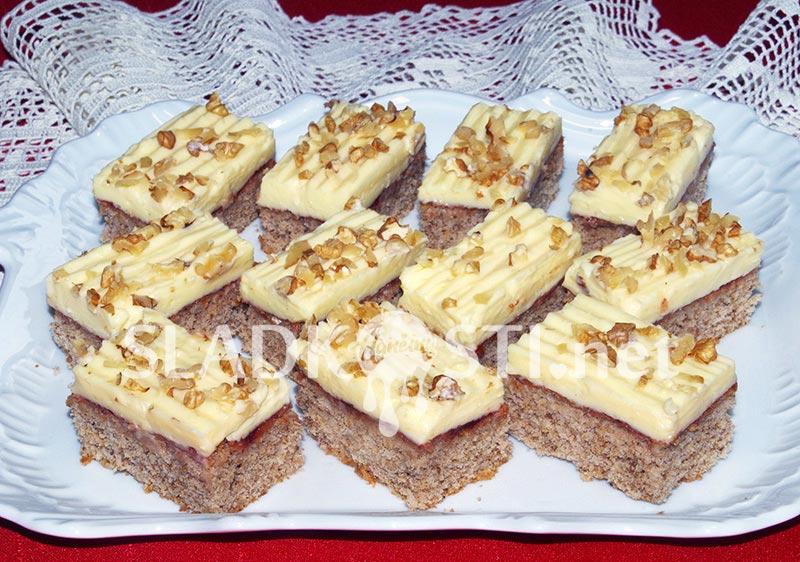 Ořechové řezy s vanilkovým pudinkem