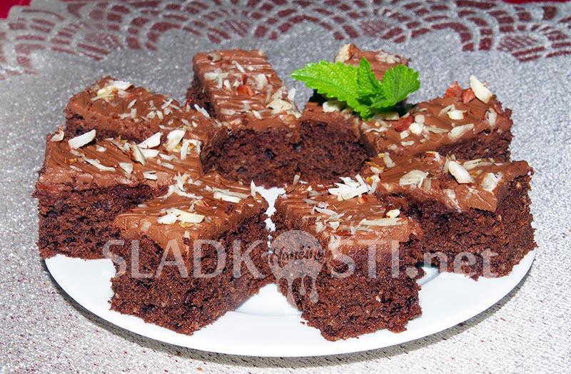 Oříškovo čokoládové brownies s polevou