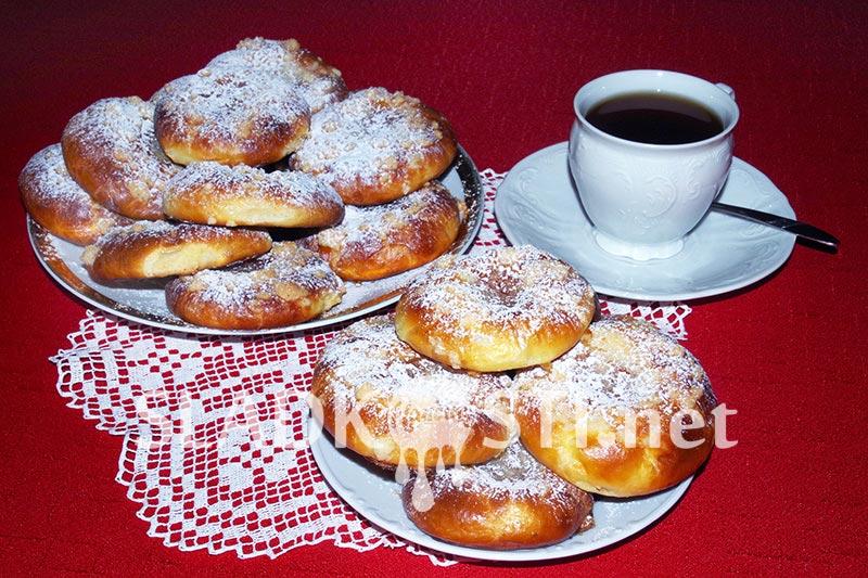 Tvarohové koláče s džemem a drobenkou